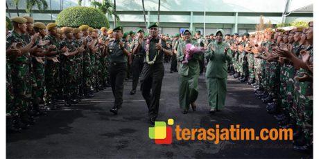 Tari Remo dan Barisan Prajurit, Sambut Kedatangan Mayjen TNI Wisnoe di Makodam Brawijaya