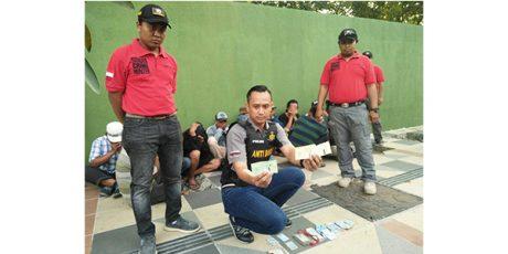 Tarik Biaya Parkir Tinggi, 14 Preman di Kawasan Kebun Binatang Surabaya Dibekuk