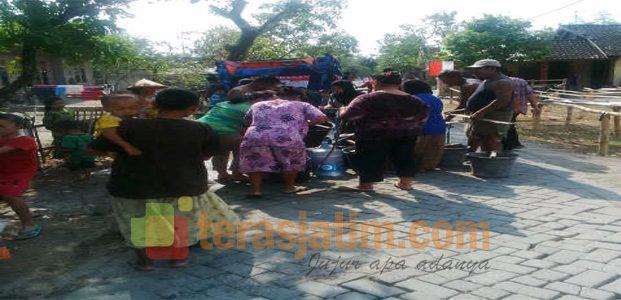 Relawan Bojonegoro, Salurkan Air Bersih dengan Cara Seadanya