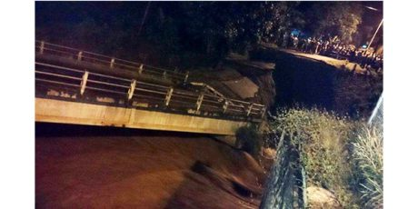 Tergerus Banjir, Jembatan Ngadi di Jalur Kediri-Tulungagung Ambrol