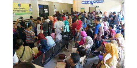 Ternyata, Ngurus KTP di Jombang Harus Datang Jam 3 Dinihari