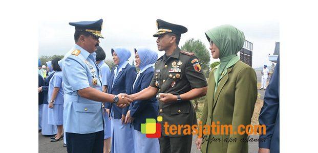Tiba di Lanud Malang, Panglima TNI Langsung Nyekar ke Makam Bung Karno dan Gus Dur