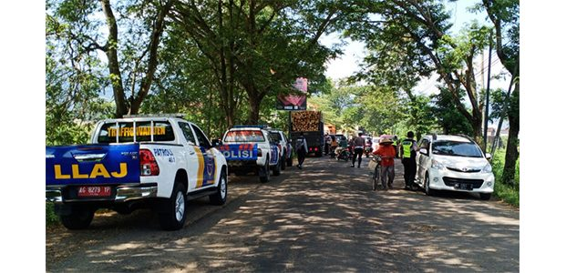 Nekat Bawa Pemudik, Polisi Tindak Mobil Travel Gelap di Jalur Trenggalek-Ponorogo