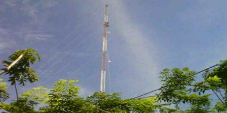 Tuntut Dipekerjakan Kembali, Pria asal Rahayu Tuban Nekat Panjat Tower