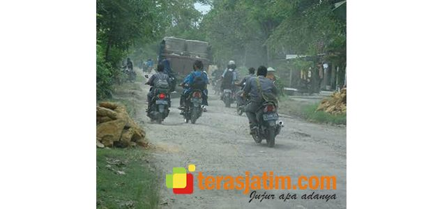 Warga Keluhkan Kondisi Jalan Penghubung Kecamatan di Bojonegoro
