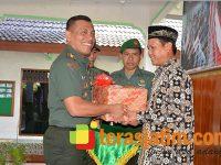 Warga Rengel Tuban Sambut Perayaan HUT Korem 082/CPYJ