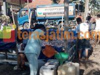 Warga Serbu Bantuan Air Bersih