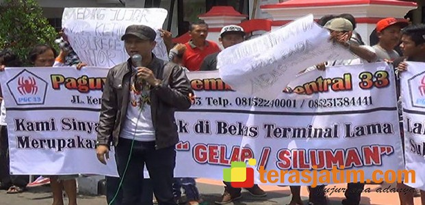 Blitar, Aksi Penolakan Pembangunan Pasar, Tegang