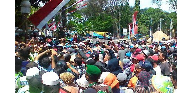Demo EMCL, Massa AMPE Panas Flare Datangi DPRD dan Pemkab Bojonegoro