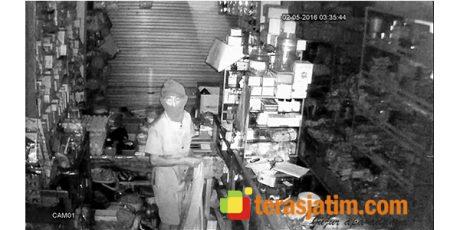 Bobol Toko di Blitar, Maling Terekam CCTV