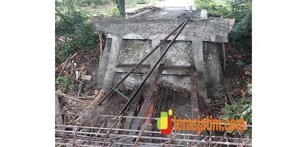 Baru Selesai Dibangun, Jembatan Penghubung Ambruk
