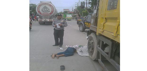 Tabrak Truk Parkir, Pria Asal Purwosari Bojonegoro Tewas Dilindas Tronton
