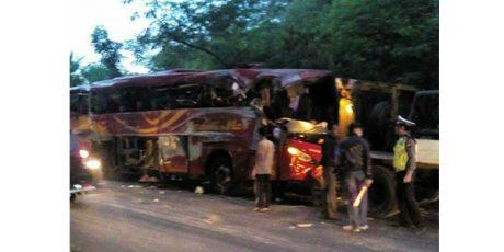Bus Tabrakan dengan Tronton di Tikungan Pantai Bentar Probolinggo, 10 Orang Tewas