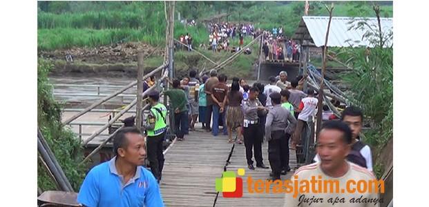 Berniat Menyeberang Pakai Perahu Tambangan, Mobil dan Sopirnya Tenggelam di Kali Brantas