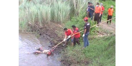Jasad Pria Tanpa Identitas Ditemukan Mengapung di Sungai Brantas