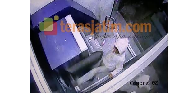 Kediri, Pembobol ATM Bank Terekam CCTV
