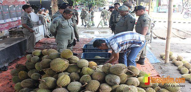 Razia PKL, Dapat Tangkapan 5 Ton Durian
