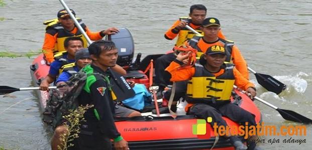 Tim SAR Cari Jasad Pencari Ikan di Kali Brantas