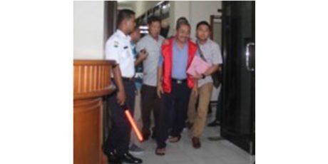 Tersangkut Korupsi Seragam Batik, Sekretaris Kabupaten Nganjuk Ditahan