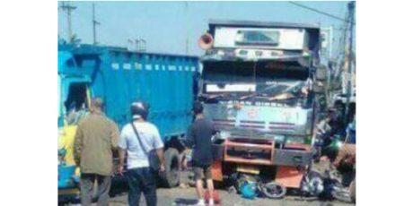 Truk Fuso Seruduk 7 Kendaraan, 1 Orang Tewas Terlindas