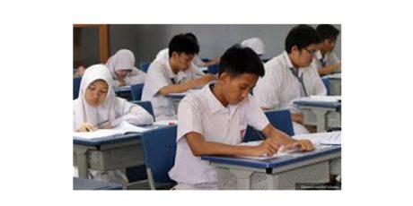 Mulai Juli 2019, SMA/SMK di Jatim Digratiskan