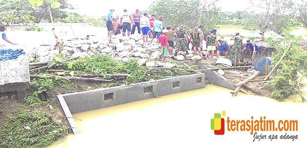 Tanggul Kali Plalangan Jebol, Warga Babat Antisipasi Banjir